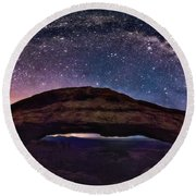 Night Sky Over Mesa Arch Utah Round Beach Towel