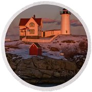 Nubble Light At Sunset Round Beach Towel