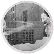 Nyc Whispering Statues Round Beach Towel