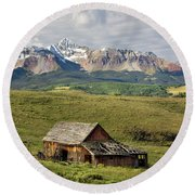 Old Barn And Wilson Peak Horizontal Round Beach Towel