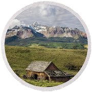 Old Barn And Wilson Peak Vertical Round Beach Towel