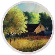Old Barn At Sunrise Round Beach Towel