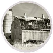 Old Barn Huntley Illinois Round Beach Towel