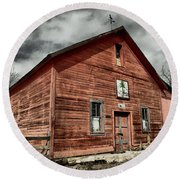 Round Beach Towel featuring the photograph Old Barn In Roslyn Wa by Jeff Swan