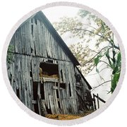 Old Barn In The Morning Mist Round Beach Towel
