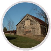 Old Barn On A Hill Round Beach Towel