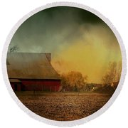 Old Barn With Charm Round Beach Towel
