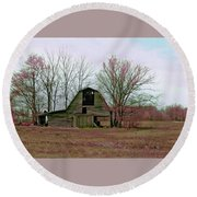 Old Barn With Grunge Round Beach Towel by Bonnie Willis