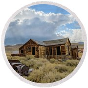 Old Bodie House Round Beach Towel