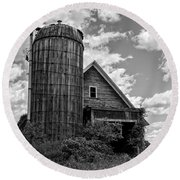 Old Ely Vermont Barn Round Beach Towel