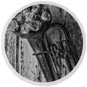 Old Horn And Roses On Door Black And White Round Beach Towel