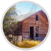 Round Beach Towel featuring the photograph Old House by Susan Kinney