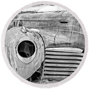 Old Hudson In The Snow Black And White 4x3 Round Beach Towel