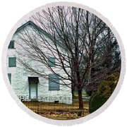 Round Beach Towel featuring the photograph Old Kennett Mettinghouse by Sandy Moulder