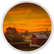 Old Red Barn Round Beach Towel
