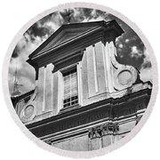 Old Roman Building In Black And White Round Beach Towel