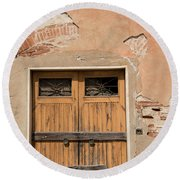 Old Rustic Italian Door Round Beach Towel