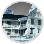 Old Shull House In 642 Round Beach Towel