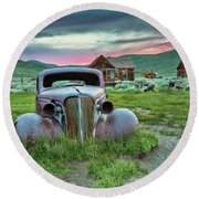 Old Truck In Bodie Round Beach Towel