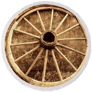 Old Wagon Wheel Round Beach Towel