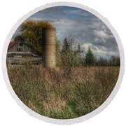 0034 - Old Wooden Barn And Silo Round Beach Towel