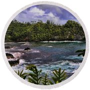 Onomea Bay Hawaii Round Beach Towel