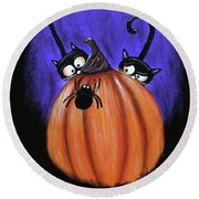 Oscar And Matilda - A Spider Oh Heck No Round Beach Towel