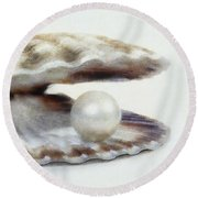 Oyster With Pearl Round Beach Towel