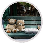 Teddy Bear Lovers On The Banch Round Beach Towel