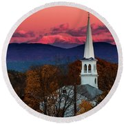 Peacham And White Mtn Sunset Round Beach Towel