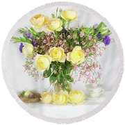 Peachy Yellow Roses And Lisianthus Bouquet Round Beach Towel