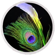 Peacock Feather And Calla Lily Round Beach Towel