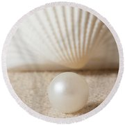 Pearl And Shell Round Beach Towel