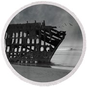 Peter Iredale Shipwreck At Oregon Coast Round Beach Towel