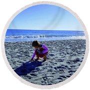 Picking Up Shells Round Beach Towel