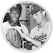 Pitcher Bob Gibson Round Beach Towel by Underwood Archives