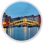 Round Beach Towel featuring the photograph Ponte Di Rialto by Fabrizio Troiani