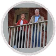 President And Mrs Carter On Plains Inn Balcony Round Beach Towel