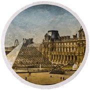 Paris, France - Pyramide Round Beach Towel