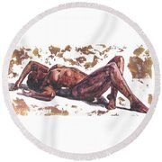 Queen In Gold II Round Beach Towel