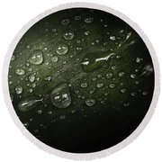 Rain Drops On Leaf Round Beach Towel
