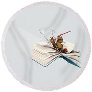 Reading Is An Adventure Round Beach Towel