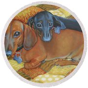 Red And Black Dachshunds - Best Buds Round Beach Towel