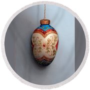 Red And Blue Filigree Egg Ornament Round Beach Towel