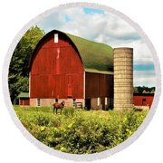 0040 - Red Barn And Horses Round Beach Towel