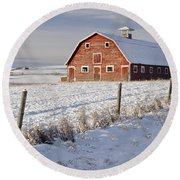 Red Barn In Winter Coat Round Beach Towel