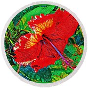 Red Hibiscus Aslant Round Beach Towel