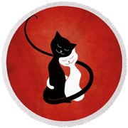 Red Hugging Love Cats Round Beach Towel
