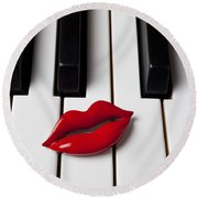 Red Lips On Piano Keys Round Beach Towel