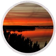 Red Sky On The Illinois River Round Beach Towel
